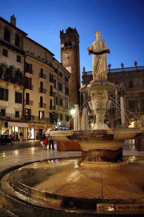 Piazza delle Erbe - Foto DB Hotel Verona