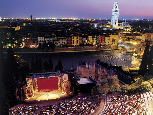 Verona by Night - Foto DB Hotel Verona