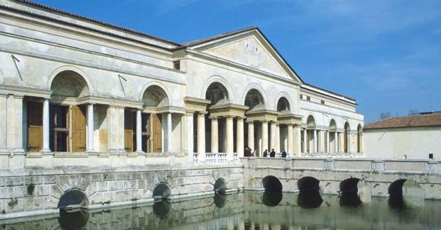 Entrata a Palazzo Te - fonte: visual-italy.it